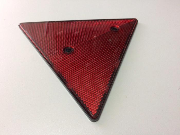 Треугольный светоотражатель